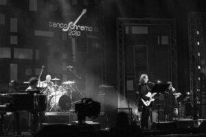 con Giancarlo Onorato   Live teatro Ariston Sanremo   Premio Tenco 2010